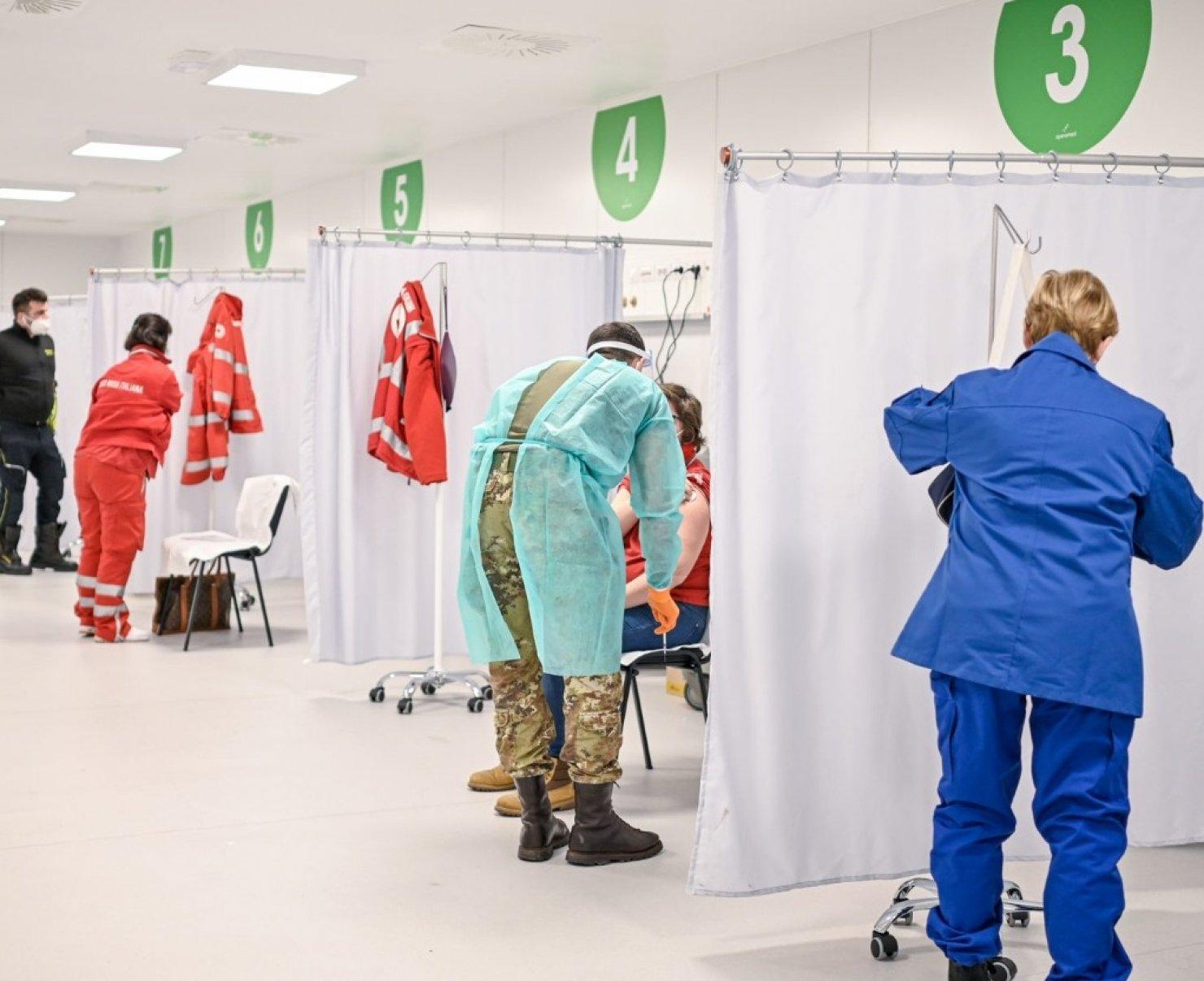 Covid 19. Proietti (UIL) e Librandi (UIL-FPL): Vaccinazione capillare e diffusa via maestra per uscire dalla pandemia.